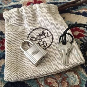 New Hermes Cadena Set Lock & Keys in silver
